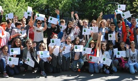 Alături de părinți și profesori, elevii școlilor aflate în programul Băncii Europene de Investiții își cer drepturile